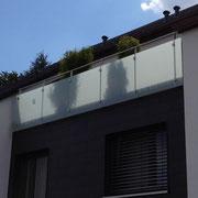 Dachterassen Brüstung, Glasfüllung 5,7 m lang, am Stück