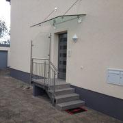 Eingangstreppegeländer und Vordach