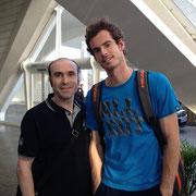 Ernesto con el tenista escocés Andy Murray. Por cortesía de Ernesto Fernández.