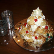 Arbol de Navidad hecho con Profiteroles
