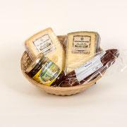 En rächtä Znüni, 1 Stück Hochmoor-Chäs hart, mild-würzig, 1 Stück Hochmoor-Chäs halbhart, kräftig-würzig, 1 Paar Rauchwürste, Toggenburger Honig