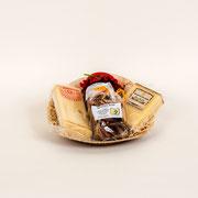 Zum schneuggä, 1 Stück Emmentaler AOP, 1 Stück Hochmoor-Chäs hart, mild-würzig, 1 Säckli getrocknete Birnen, Erdbeer-Konfi