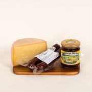 En währschafte Zvieri, 1 halbes Hochmoor-Mutschli,  Toggenburger Honig, 1 Paar Rauchwürste