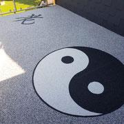 Steinteppich mit Logo Muster Ying Yang