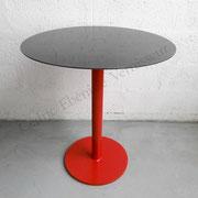 Table métal piètement laqué rouge - Plateau venis brillant