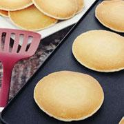 サワードウパンケーキ 鉄板の上でおいしいパンケーキをゼロから作ろう。