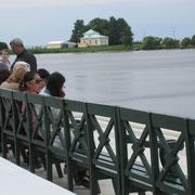 Bootsanlegestelle in Peterhof.