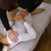 腰痛のため、腰椎5番を調整しています。