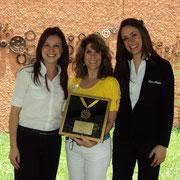 Viviana Luna, representante de San Martín; Isabel Tejada, Presidente de Fundación Margarita Tejada y Lara Sedano, representante de San Martín.
