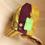 サイケなデザインの背高帽子 存在感抜群です!