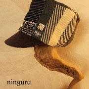 サイドのパッチワークが素敵な帽子。モノクロで決めてみたら!