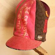 刺繍と染めが美しい 二度と作れないこの帽子!