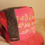 染めと刺繍が美しいデザインのkepi