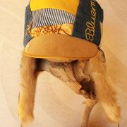 デニムの部分にも黄色の文字の刺繍があって すてき!
