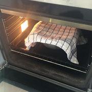 Den Teig im Ofen aufgehen lassen