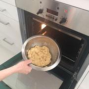 Den Teig nochmals in den Ofen geben