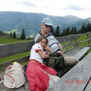 Die kleine Nina liebt ihren Opa