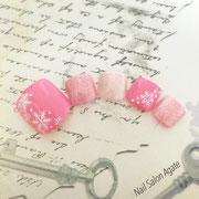 冬のフットネイル板橋◆ピンクのポンポンSnowネイル/雪の結晶ネイル