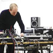 arbeiten an der elektronischen Klangküche