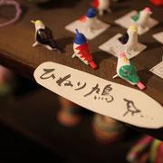 ひねり鳩(紙粘土、胡粉、膠、アクリル)
