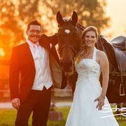 Nach der Hochzeit hat sich Lara unbedingt ein Foto von ihren beiden Liebsten gewünscht. Und was hatten wir dazu noch für ein Glück mit dem Sonnenuntergang!