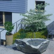 Demenzgarten - Bereich Ernte: Gartenbrunnen zum Gießen, Hände waschen und zur Beobachtung.