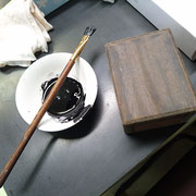2度目の蒔き地のあと黒呂漆を塗って「固め」をします