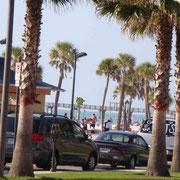 all die vielen Leute am Strand wollen auch irgendwo parkieren....