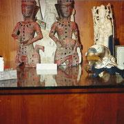 Angkor Wat - Statue lignee di suonatori - Wooden statues with semi-precious stones of players