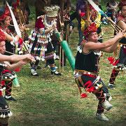 Villaggio Miao, danza e suonatori flauto - Miao village, dances and flute players