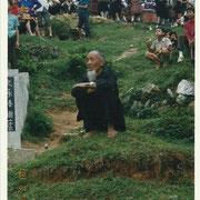 Villaggio Miao,  vecchio saggio in meditazione - Miao village, old man on meditation