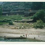 Villaggio Miao sul fiume - Miao village on the river banks
