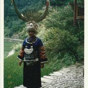 Villaggio Miao, ragazza in costume tradizionale - Miao village, girl in traditional costume