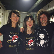 "Rubén Pozo (Pereza) con camiseta Camarón y Lauri con camiseta ""Pirata"""
