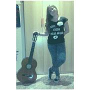 """Paula con su camiseta """"Soñarte"""""""