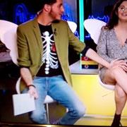 """Nando Escribano presentando """"Cazamariposas"""" con nuestra camiseta """"del hueso una flor"""""""