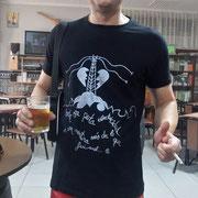 """Pedro, desde Sevilla con camiseta """"Electricidad"""""""