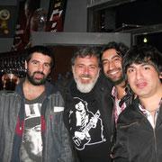César Pop con THG Camiseta de Angus Young en Argentina Mayo 2014