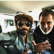 """César Pop con nuestra camiseta """"Angus Young"""" en México. 10/2/2mil17. (La foto la ha subido Leiva a Instagram)"""