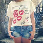 Elisa con su camiseta Crimen Pasional