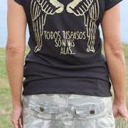 Carmen Hummer con camiseta TODOS TUS PASOS SON MIS ALAS
