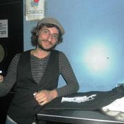 """Tuli firmándome la camiseta """"Sax Man"""" en Burgos 2/3/2012"""
