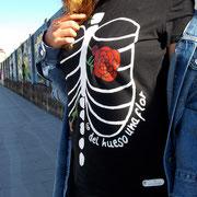 """Alicia del blog """"Alicia en el Armario de las Maravillas"""" con camiseta """"del hueso una flor"""""""