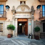 Entrada principal a Hotel Carlos V