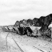 Transport von Erdaushub in die alte Gruben
