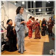 バルセロナ・きものクラブは着物の着付け体験を提供