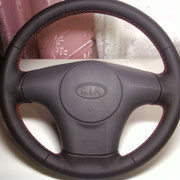 KIA: черная автокожа, красная нить