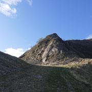 Imbocco del sentiero che segue la cresta fino a La Manéra