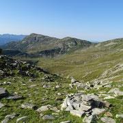 Dal Passo a 2270 m verso il Piz de Molinera e Martum