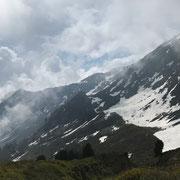 Arrivati a Ör Languosa 2051 m. C'è ancora troppa neve per salire al Passo Bareta (Foto Claudio)